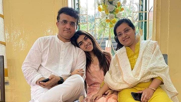 Bengal News : सौरभ गांगुली की पत्नी की फर्जी Facebook Page, डोना गांगुली और बेटी की तस्वीरें वायरल होने के बाद मचा हंगामा