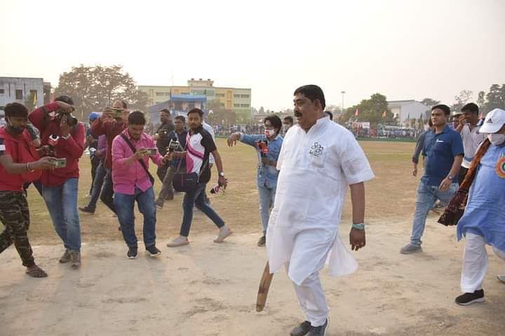 Bengal Chunav 2021 : खेला होबे बोलना पड़ गया भारी? Mamata Banerjee की पार्टी के इस दिग्गज नेता पर कार्रवाई की तैयारी में चुनाव आयोग
