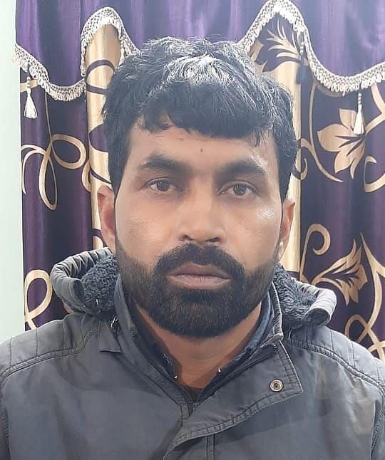 Jharkhand Crime News : मुंबई में 400 आईफोन चोरी कर बांग्लादेश में खपाने वाला शातिर चोर ऐसे चढ़ा साहिबगंज पुलिस के हत्थे