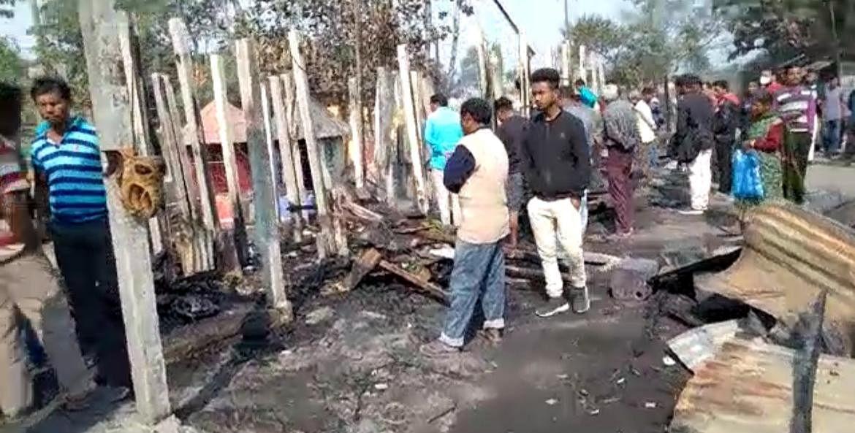 जलपाईगुड़ी : भीषण अग्निकांड में आठ दुकानें जलकर राख, लाखों का नुकसान
