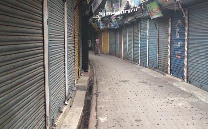 Bharat Bandh LIVE Updates: व्यापारियों और ट्रांसपोटर्स के 'भारत बंद' का असर, बंगाल में दुकानों के शटर डाउन, उड़ीसा में सड़कें सुनसान