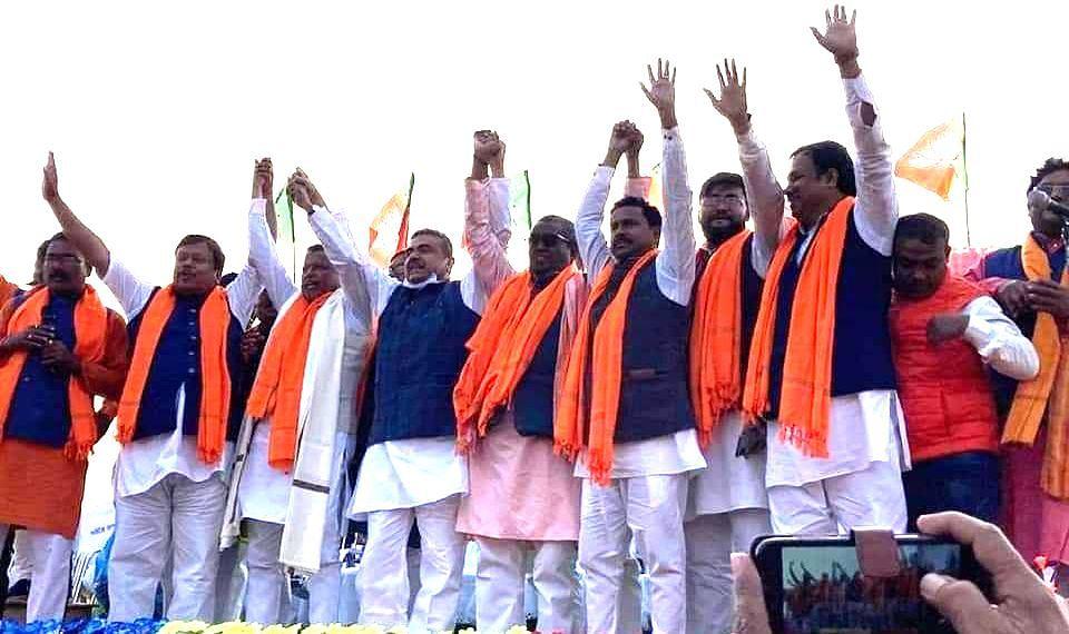 पूर्वी बर्दवान के कालना में एक मंच से भाजपा के कई नेताओं ने बंगाल सरकार पर बोला हमला.
