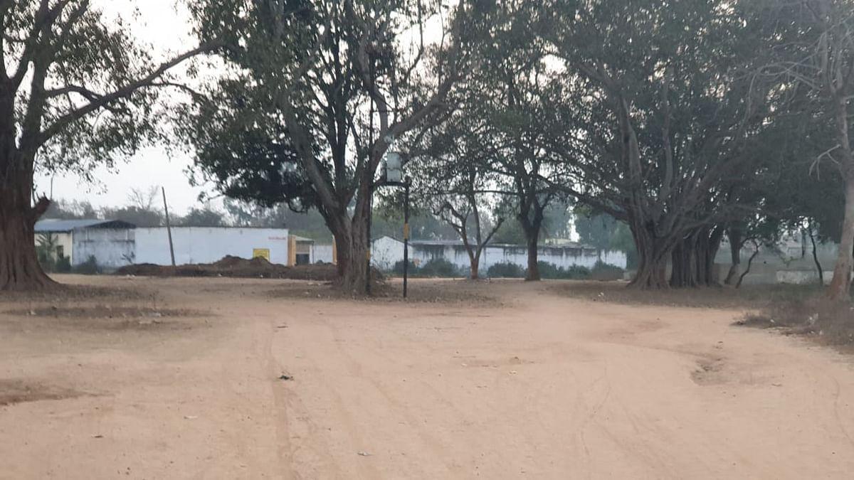 Jharkhand Crime News : झुमरीतिलैया में गौशाला की जमीन मापने गये अंचल कर्मियों से दुर्व्यवहार, फाड़े कागजात