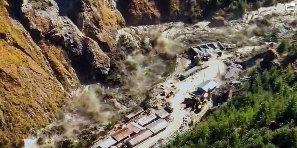 Uttarakhand Chamoli Dhauliganga Flood LIVE : उत्तराखंड में ग्लेशियर टूटने से 8 की मौत, 170 लापता, रेस्क्यू ऑपरेशन जारी