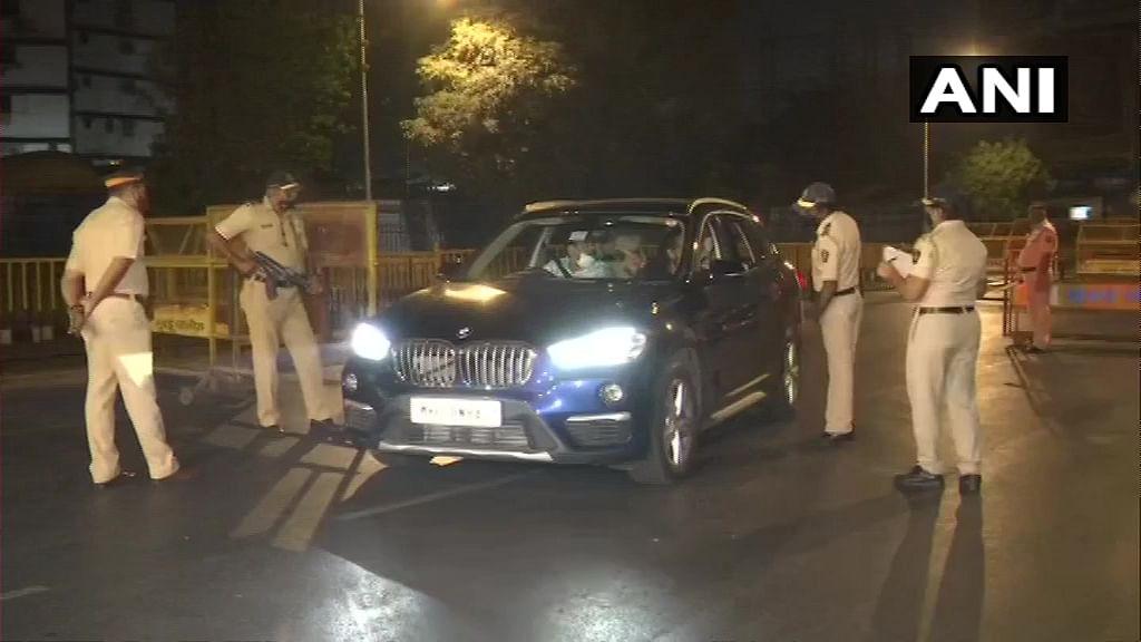 एंटीलिया के पास संदिग्ध कार से मिला चिठ्ठी, अंबानी के खिलाफ साजिश की आशंका, छावनी में तब्दील हुई मुंबई