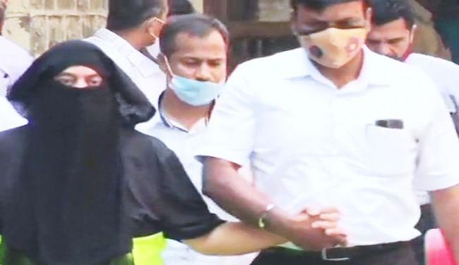 गैंगस्टर रवि पुजारी को गजली रेस्टोरेंट फायरिंग मामले में अदालत ने नौ मार्च तक पुलिस हिरासत में भेजा