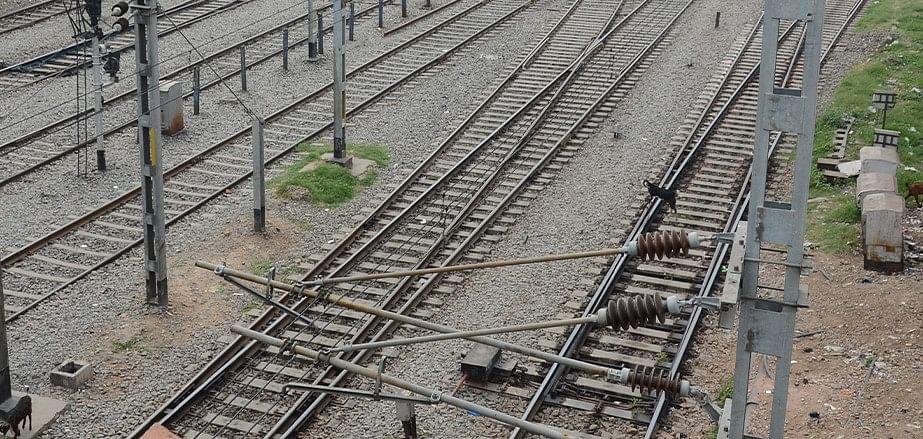 बिहार में सुपर एक्सप्रेस को उड़ाने की साजिश नाकाम, रेल ट्रैक पर रखा बम किया गया डिफ्यूज, बड़ा हादसा टला