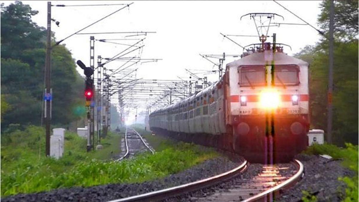 IRCTC/Indian Railways News : झारखंड से बिहार और ओडिशा का सफर होगा आसान, पटरी पर दौड़ेगी राउरकेला-जयनगर ट्रेन, ये है लेटेस्ट अपडेट