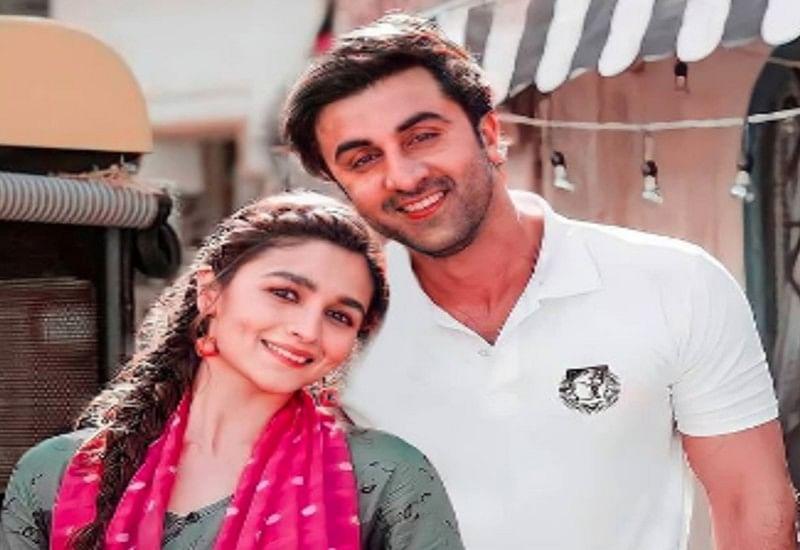 Alia Bhatt और Ranbir Kapoor का इश्क छुपाए नहीं छुप रहा, साथ में कुछ यूं दिखे लव बर्ड्स