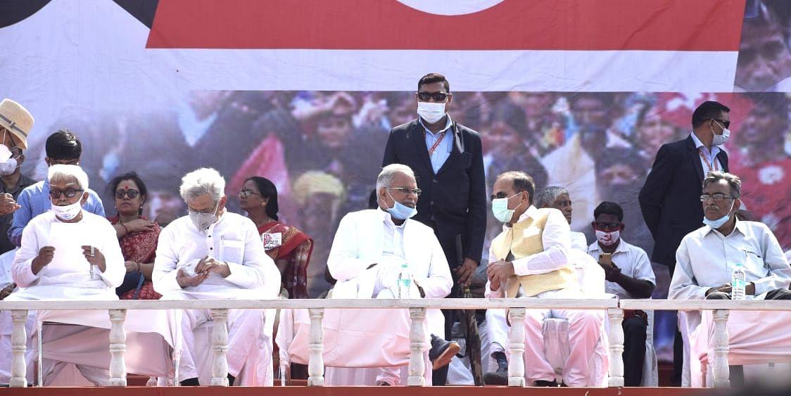 अब Bengal Chunav में रोजगार बना मुद्दा, ब्रिगेड मैदान से सीपीएम का एलान -'सरकार में आने पर सभी रिक्त सरकारी पद भरेंगे'