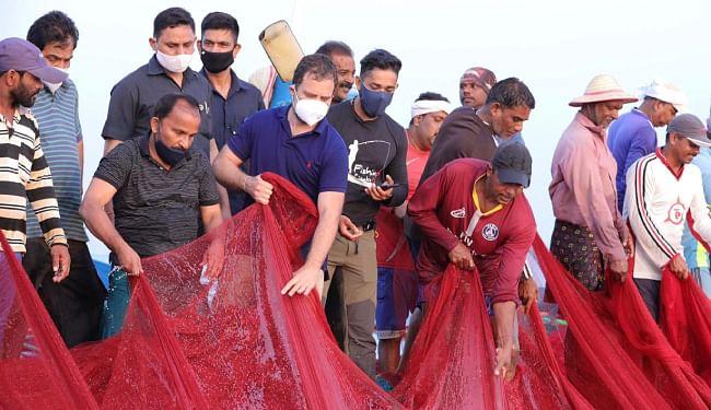 मछली पकड़ने बीच समुद्र में निकले राहुल गांधी, कहा- मछुआरों को समर्पित मंत्रालय बनायेंगे