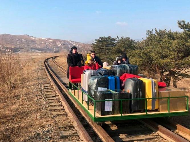 उत्तर कोरिया से मुश्किल से निकले रूसी राजनयिक, 1 किमी तक पैदल पटरी पर दौड़ानी पड़ी ट्रेन