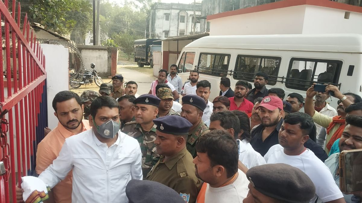 Jharkhand Crime News : धनबाद के पूर्व डिप्टी मेयर नीरज सिंह की हत्या के आरोपी झरिया के पूर्व विधायक संजीव सिंह दुमका सेंट्रल जेल हुए शिफ्ट