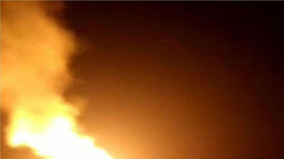 Jharkhand News : जमीन धंसने से आग में गिरी महिला, फिर लोगों ने ऐसे बचाया धधकती आग से जान