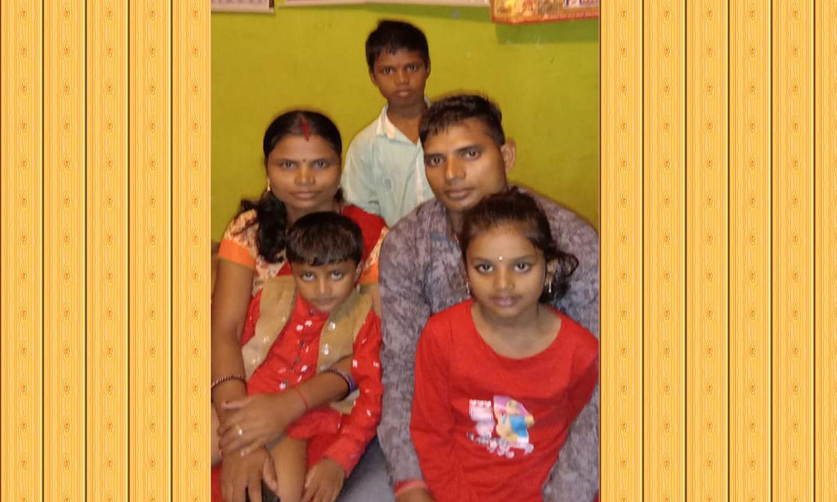 Jharkhand news : शहीद जवान दिलेश्वर प्रसाद की पत्नी और बच्चे.