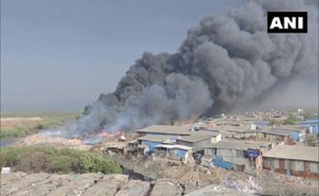 मुंबई के मानखुर्द में लगी भीषण आग, मौके पर पहुंची दमकल की 19 गाड़ियां, किसी के हताहत होने की खबर नहीं