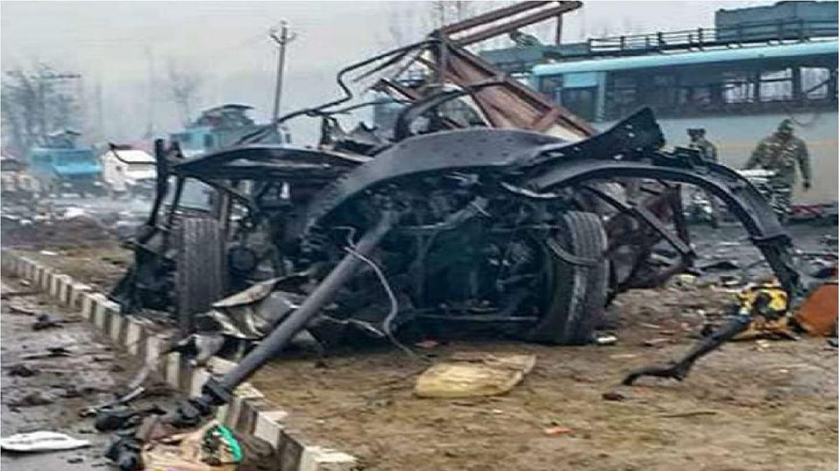 पुलवामा हमले की बरसी पर आतंकियों की बड़ी साजिश नाकाम, बस से बरामद हुए 7 किलो विस्फोटक, इन इलाकों को दहलाने की थी साजिश