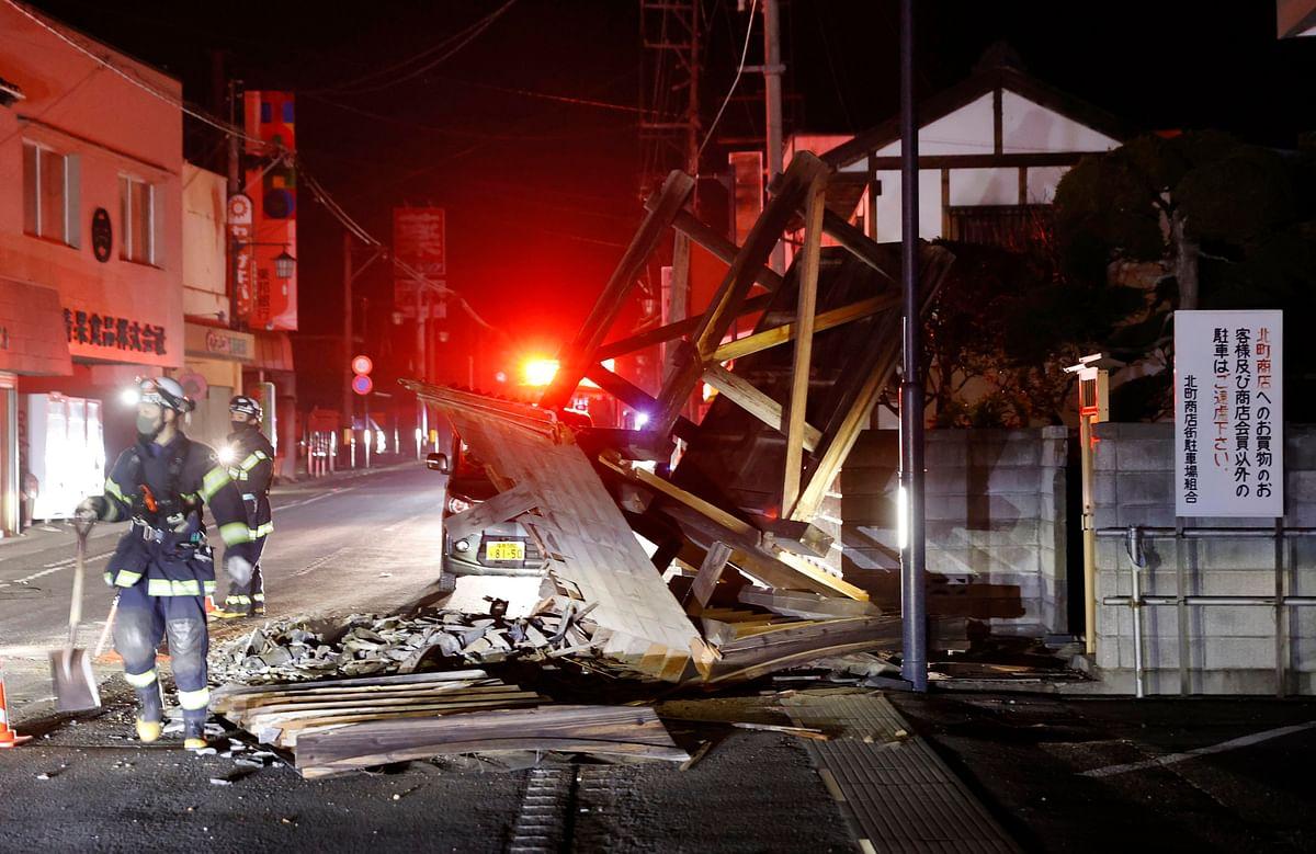Earthquake Updates : 7.3 तीव्रता के भूकंप से दहला गया जापान, दीवार के हो गये दो टुकड़े, देखें वीडियो