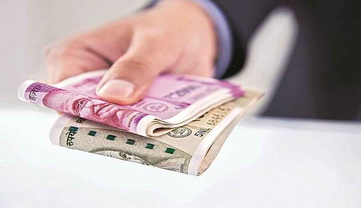 7th Pay Commission : सरकारी कर्मचारियों के वेतन और पेंशन में देरी होने पर मिल सकता है ब्याज, SC ने दिया आदेश