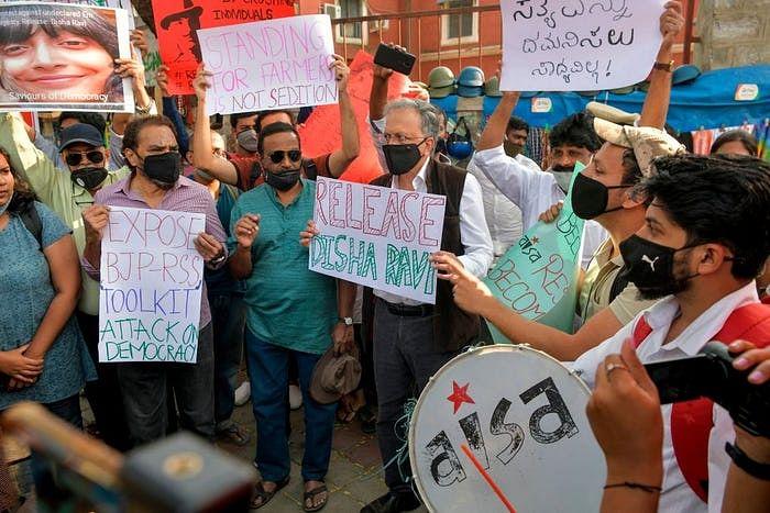 Toolkit Case: दिशा रवि को लेकर जारी विरोध के बीच दिल्ली पुलिस का बयान, गिरफ्तारी में नहीं थी खामियां