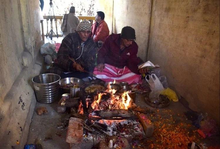 कश्मीर के बंद मंदिर में 31 साल बाद गूंज उठी घंटियां, मंत्रोच्चार और प्रज्ज्वलित हुई हवन की अग्नि