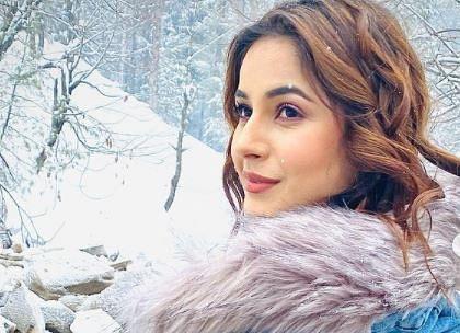 PHOTOS : बर्फीली वादियों में शहनाज गिल ने कराया फोटोशूट, तसवीरों पर दिल हार बैठे फैंस, कमेंट में लिखा- 'ये लड़की पूरी की...'