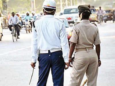 Bihar News: हॉर्न को 'स्टेटस सिंबल' बनाना पड़ेगा महंगा, अब बीच सड़क पुलिस लगा देगी क्लास, भरना होगा इतना जुर्माना