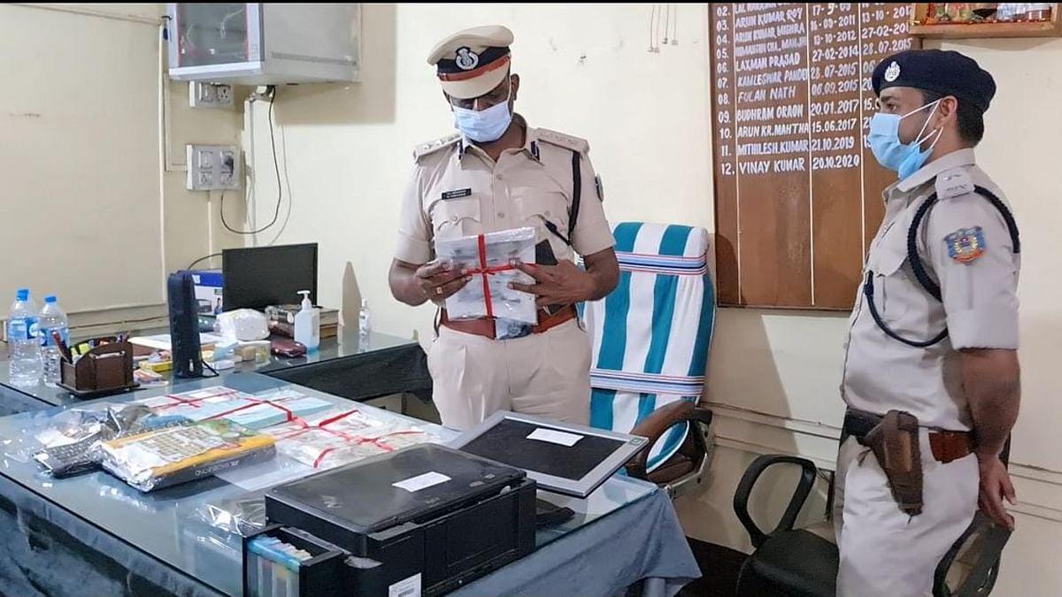 Jharkhand Crime News : लॉकडाउन में नौकरी छूटने पर यूट्यूब से सीखा नकली नोट बनाना, 57 हजार के साथ एक आरोपी गिरफ्तार