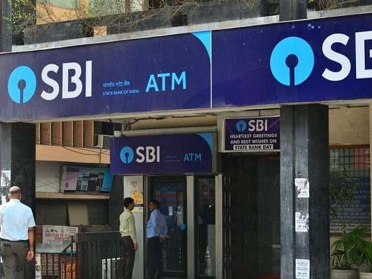 प्रश्नपत्र को बैंक लॉकर में रखने से SBI ने किया इनकार, मुख्य प्रबंधक पर FIR