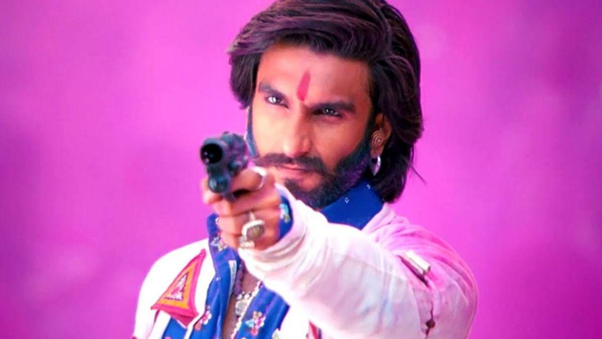 Holi के रंगों से लगता है इन स्टार्स को डर, Kareena Kapoor Khan से लेकर Ranveer Singh तक होली के नाम से ही हो जाते हैं गायब