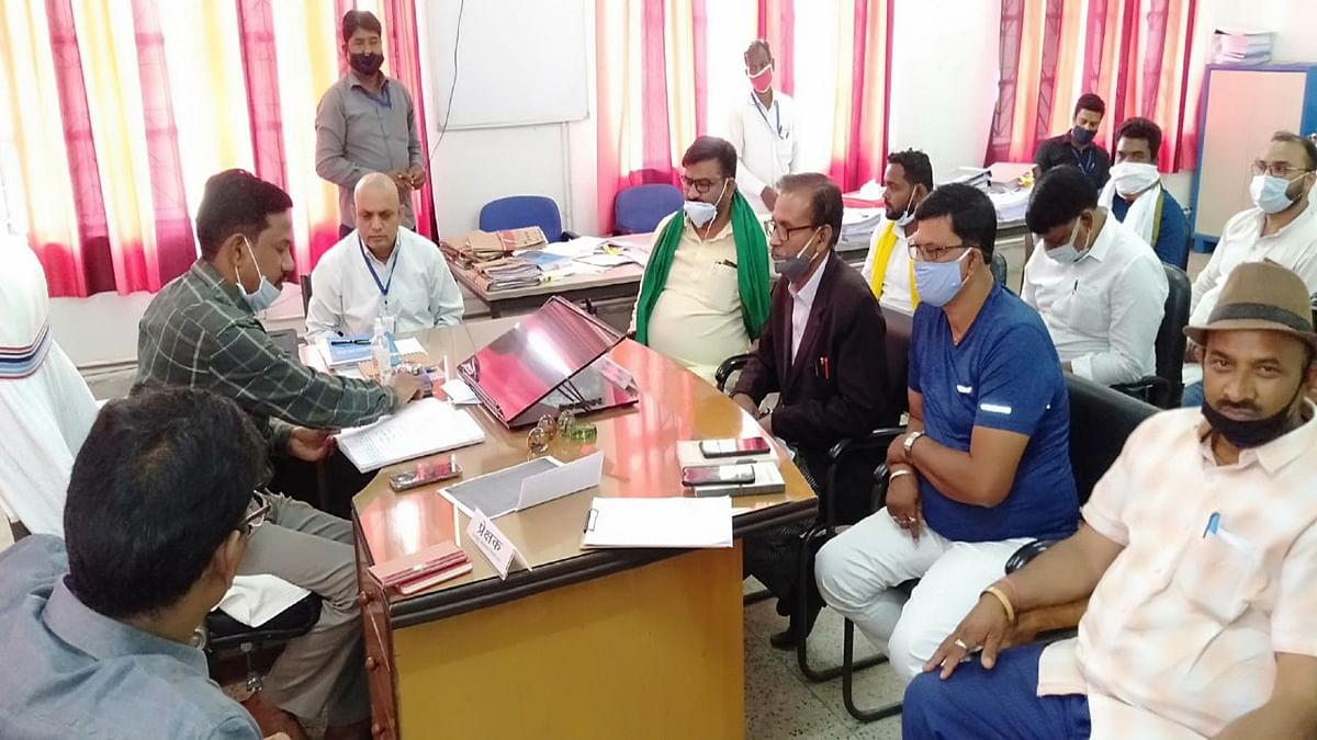 Madhupur Byelection 2021 : स्क्रूटनी में एक प्रत्याशी का नामांकन खारिज, एक ने नाम लिया वापस, 6 प्रत्याशी के चुनावी मैदान में रहने के आसार