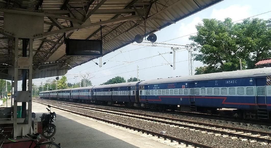 थावे- छपरा के बीच 5 मार्च से एक्सप्रेस ट्रेन बनकर चलेगी दो जोड़ी पैसेंजर ट्रेनें, ऑनलाइन मिलेगा टिकट