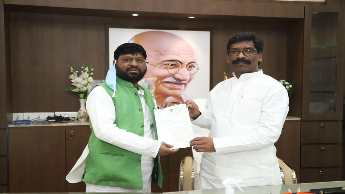 Jharkhand News : गुमला में 12 सड़कें होंगी चकचक, CM हेमंत सोरेन को विधायक ने सौंपी सूची