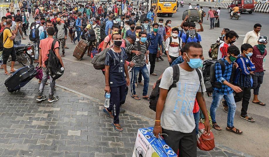 कोरोनवायरस महामारी के कारण भारत में मध्यम वर्ग की श्रेणी से बाहर हुए करीब 32 लाख लोग : प्यू रिसर्च सेंटर