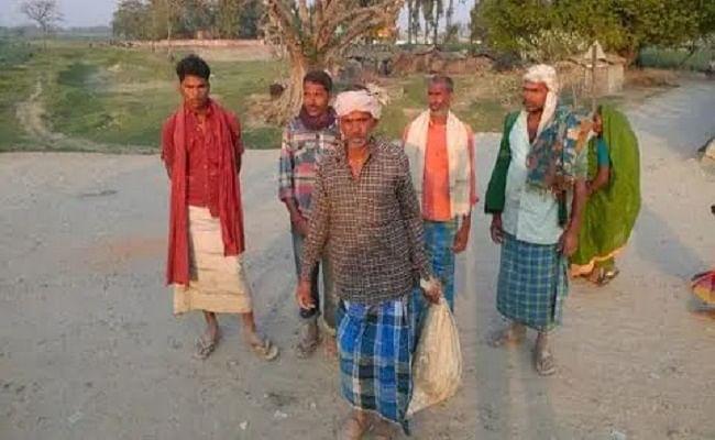 बिहार: बोरे में बेटे का शव लेकर पोस्टमार्टम के लिए पैदल चला पिता, 2 थानों की पुलिस ने ले जाने से किया था मना, दो सस्पेंड