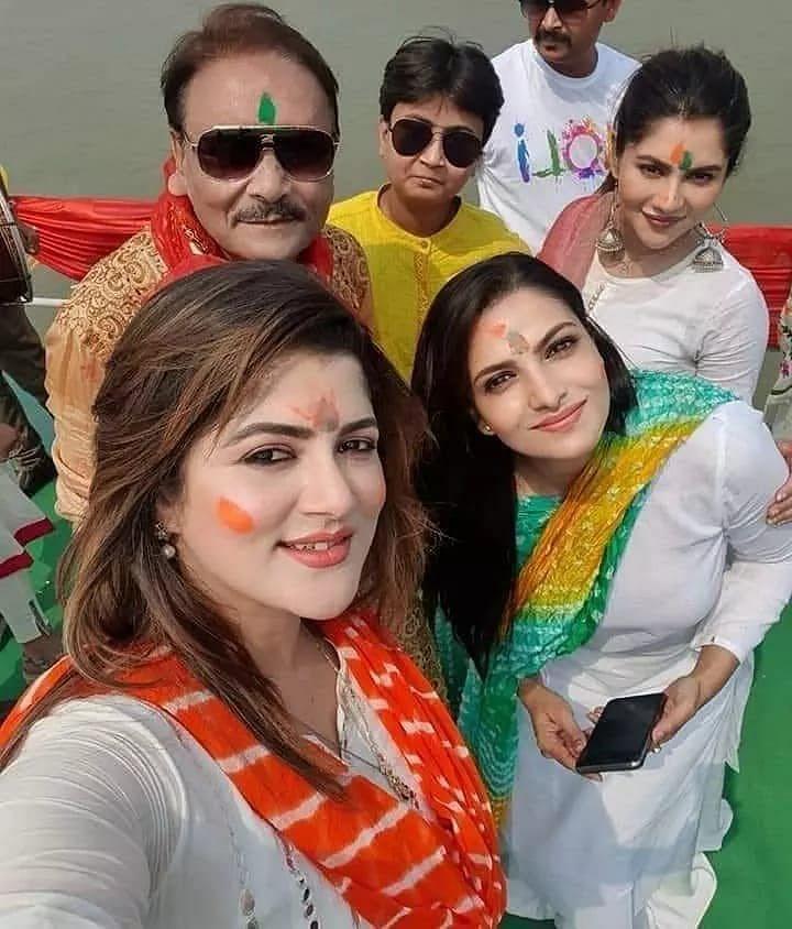 Bengal News: होली में भूले राजनीतिक मतभेद, BJP के कैंडिडेट संग TMC नेता ने खेली होली