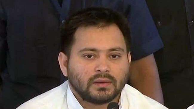 केंद्रीय मंत्री गिरिराज सिंह के बयान पर तेजस्वी यादव ने सीएम नीतीश को लपेटा, Video शेयर कर कह डाली ये बात