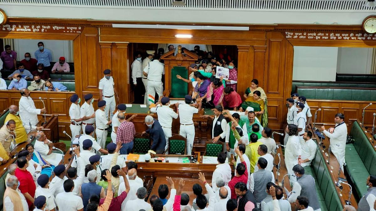 Bihar Assembly Protest: बिहार विधानसभा में विपक्ष के नेताओं ने स्पीकर को बंधक बनाया, मारपीट में RJD  विधायक बेहोश