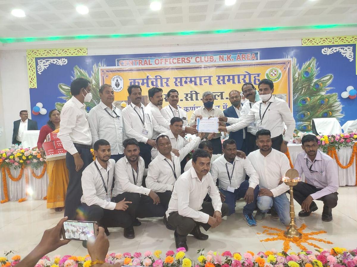 Jharkhand News : कर्मवीर सम्मान समारोह में सम्मानित हुए सीसीएलकर्मी, सीएमडी बोले-रेस्क्यू टीम से भूमिगत कोयला खदानों में बढ़ी संभावनाएं
