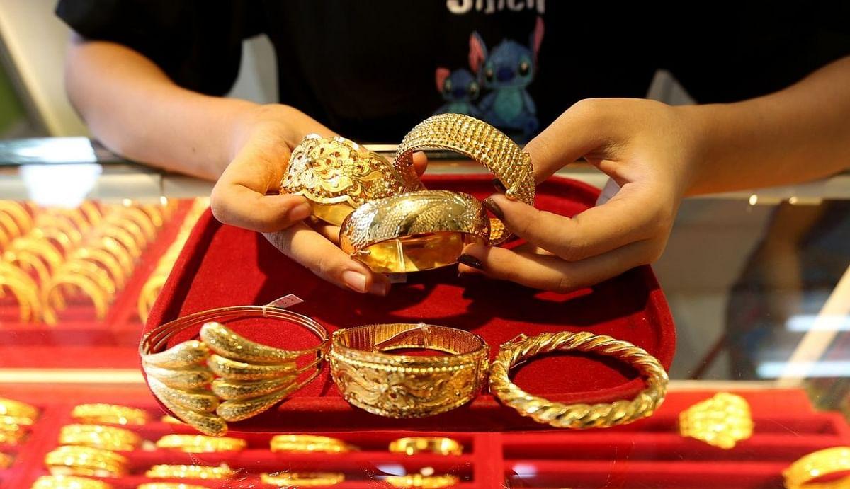 Gold Price : सोना में निवेश करने वालों के लिए सुनहरा मौका, अगस्त से अब तक 11,000 रुपये सस्ता हुआ गोल्ड, जानिए अपने शहर का भाव