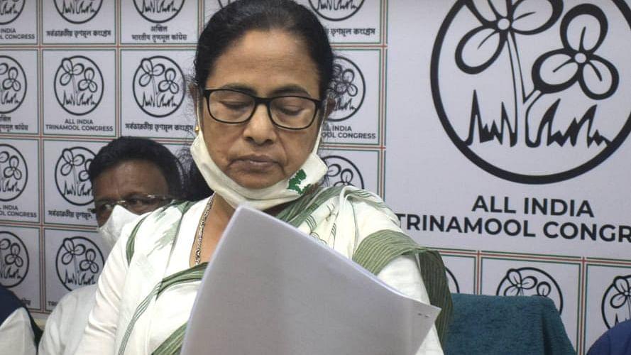 West Bengal Election 2021 LIVE : खेला होबे, लड़ाई होबे, जीता होबे- कैंडिडेट लिस्ट जारी कर ममता ने भरी हुंकार, देखें Full List