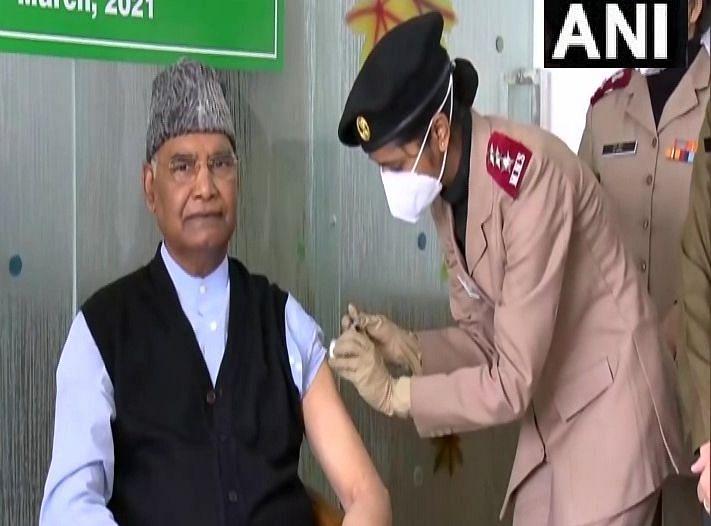 Corona Vaccination: राष्ट्रपति रामनाथ कोविंद ने लगवाया टीका, पीएम मोदी समेत इतने नेता पहले ही करा चुके हैं वैक्सीनेशन