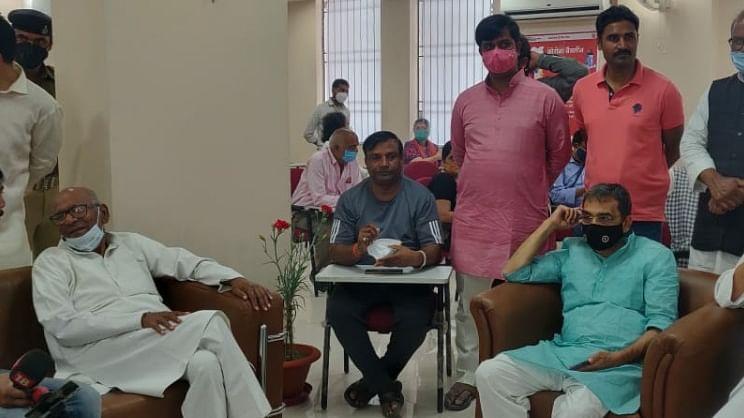 JDU में RLSP का विलय तय, सिर्फ ऐलान बाकी!,  एक साथ कोरोना वैक्सीन लेने पहुंचे उपेंद्र कुशवाहा और वशिष्ठ नारायण सिंह ने दिए संकेत