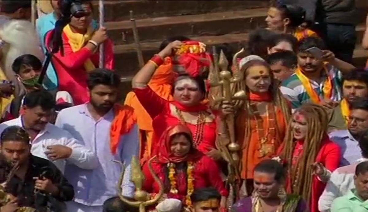 महाशिवरात्रि 2021 : कुंभनगरी हरिद्वार में किन्नर अखाड़े ने पहली बार जूना अखाड़े के साथ किया शाही स्नान, आज निकलेगा पेशवाई जुलूस