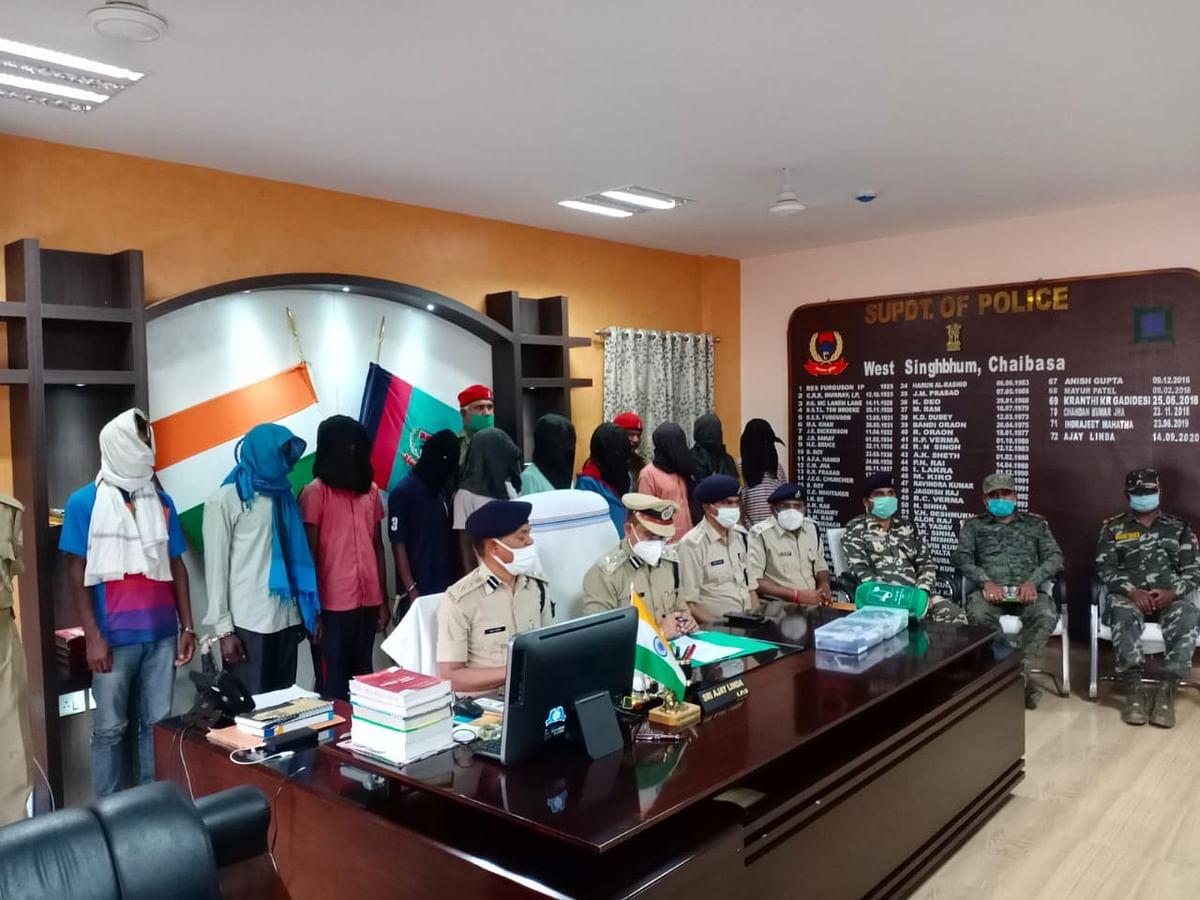 Jharkhand Naxal News : नक्सली संगठन भाकपा माओवादी को बड़ा झटका, चाईबासा से 10 नक्सली गिरफ्तार, IED बम विस्फोट में शामिल नक्सलियों ने उगले कई राज