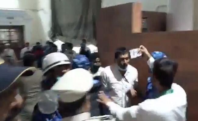 Bihar Legislative Updates: विधानसभा में विपक्ष ने तोड़ी मर्यादा, स्पीकर को सदन में बंधक बनाने की कोशिश...