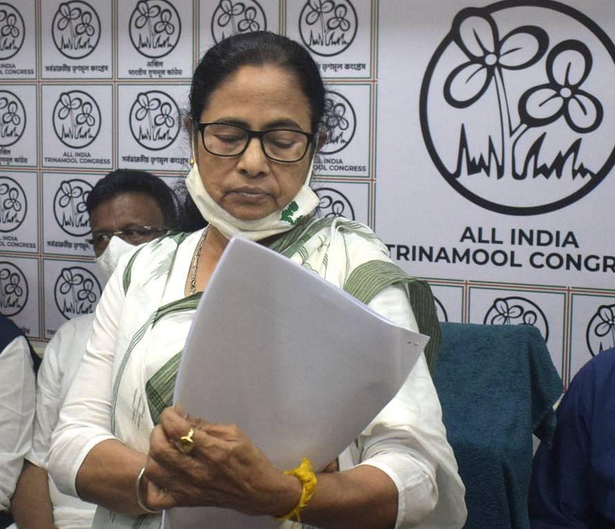 West Bengal Election 2021 : TMC ने टिकट काटा तो विधायकों के समर्थक सड़क पर उतरे, किया हंगामा