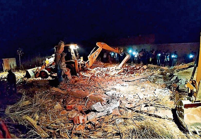 Jharkhand News: गिरिडीह में विस्फोट से मकान ध्वस्त, एक ही परिवार की दो महिला समेत 2 बच्चों की मौत