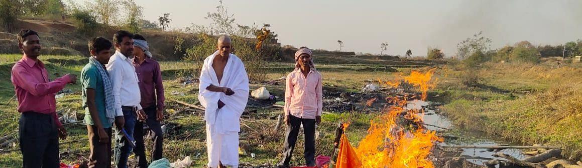 झारखंड के रामगढ़ में आखिर क्यों एक युवती के परिजनों ने उसके पुतला का किया अंतिम संस्कार, पढ़िए ये रिपोर्ट