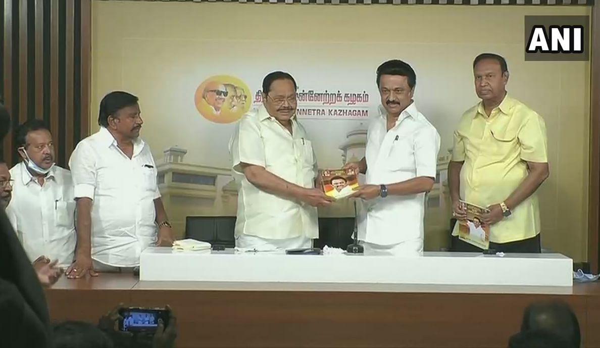 Tamilnadu Election 2021: पेट्रोल-डीजल 4 से 5 रुपये सस्ता करने का वादा, रसोई गैस में 100  रुपये देंगे सब्सिडी, जानिए और क्या है डीएमके के घोषणापत्र में खास